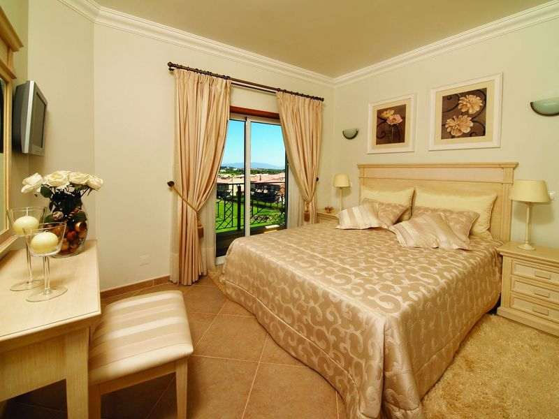 https://golftravelpeople.com/wp-content/uploads/2019/05/Boavista-Golf-Resort-3-bedroom-Villas-2.jpg