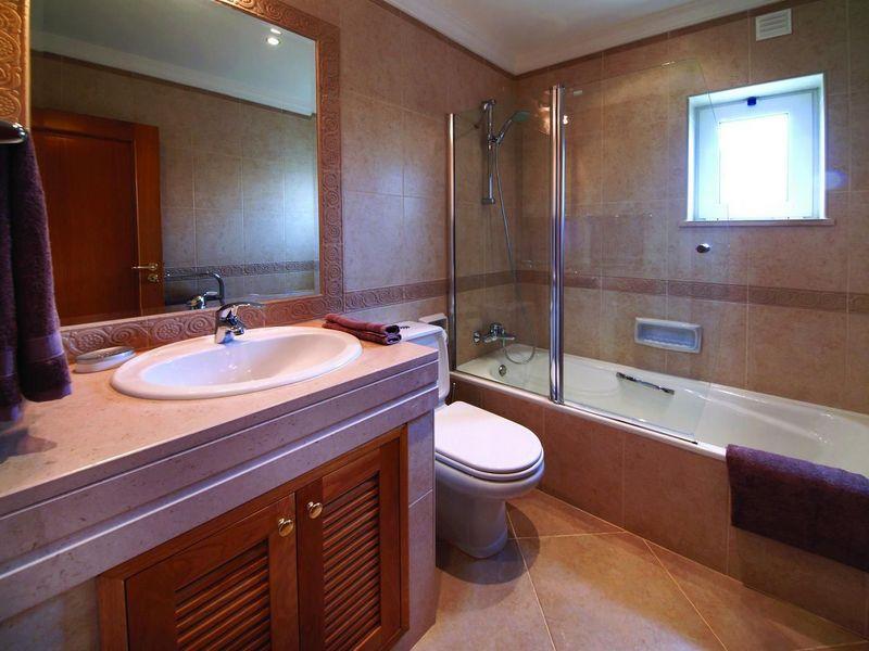 https://golftravelpeople.com/wp-content/uploads/2019/05/Boavista-Golf-Resort-3-bedroom-Villas-6.jpg