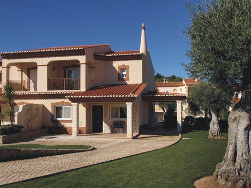 https://golftravelpeople.com/wp-content/uploads/2019/05/Boavista-Golf-Resort-4-bedroom-Villas-1.jpg