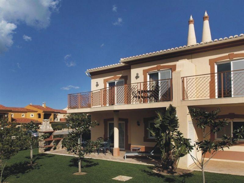 https://golftravelpeople.com/wp-content/uploads/2019/05/Boavista-Golf-Resort-4-bedroom-Villas-2.jpg