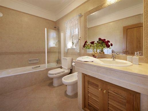 https://golftravelpeople.com/wp-content/uploads/2019/05/Boavista-Golf-Resort-4-bedroom-Villas-3.jpg