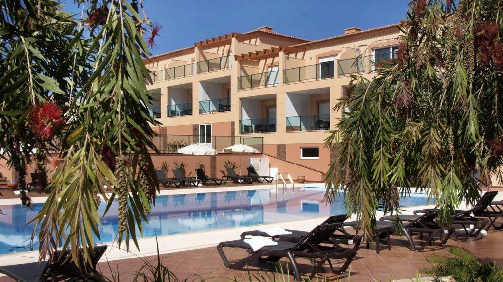 https://golftravelpeople.com/wp-content/uploads/2019/05/Boavista-Golf-Resort-Bela-Colina-Apartments-and-Townhouses-10-1024x576.jpg