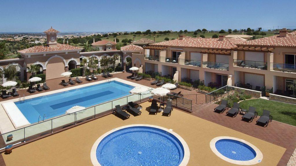 https://golftravelpeople.com/wp-content/uploads/2019/05/Boavista-Golf-Resort-Bela-Colina-Apartments-and-Townhouses-2-1024x576.jpg
