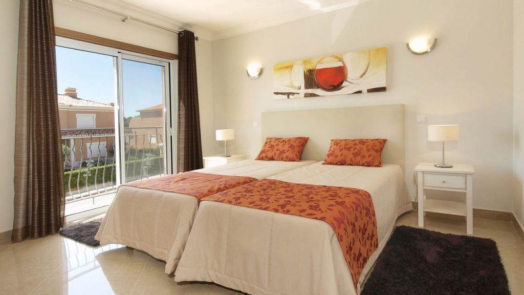 https://golftravelpeople.com/wp-content/uploads/2019/05/Boavista-Golf-Resort-Bela-Colina-Apartments-and-Townhouses-3-1024x576.jpg