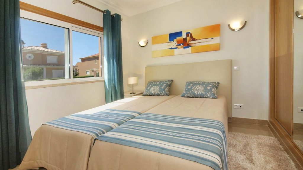 https://golftravelpeople.com/wp-content/uploads/2019/05/Boavista-Golf-Resort-Bela-Colina-Apartments-and-Townhouses-4-1024x576.jpg