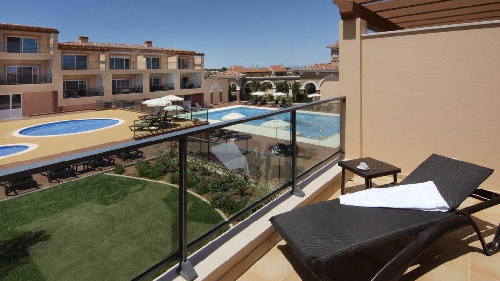 https://golftravelpeople.com/wp-content/uploads/2019/05/Boavista-Golf-Resort-Bela-Colina-Apartments-and-Townhouses-5-1024x576.jpg