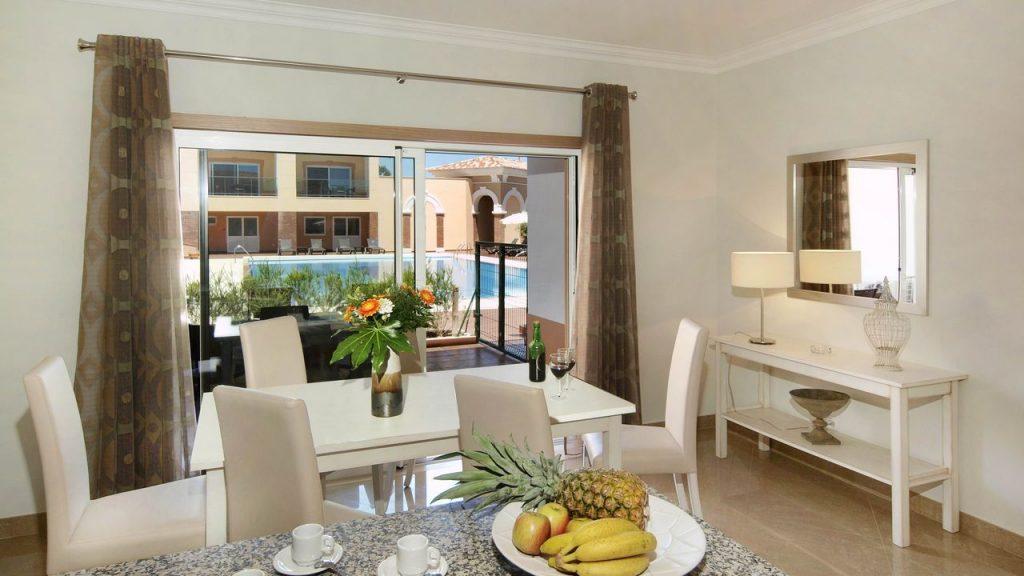 https://golftravelpeople.com/wp-content/uploads/2019/05/Boavista-Golf-Resort-Bela-Colina-Apartments-and-Townhouses-7-1024x576.jpg