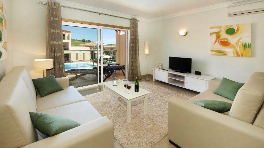 https://golftravelpeople.com/wp-content/uploads/2019/05/Boavista-Golf-Resort-Bela-Colina-Apartments-and-Townhouses-9-1024x576.jpg