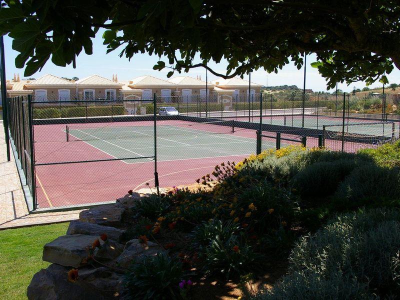 https://golftravelpeople.com/wp-content/uploads/2019/05/Boavista-Golf-Resort-General-Views-1.jpg