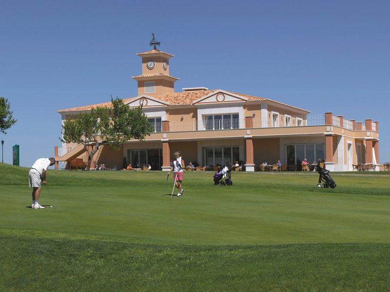 https://golftravelpeople.com/wp-content/uploads/2019/05/Boavista-Golf-Resort-Golf-Course-4.jpg