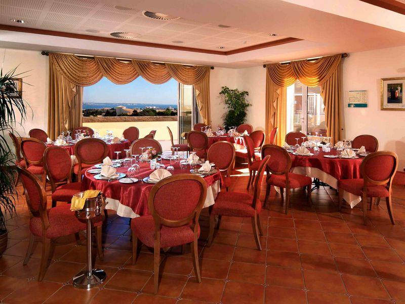 https://golftravelpeople.com/wp-content/uploads/2019/05/Boavista-Golf-Resort-Restaurants-FandB-1.jpg