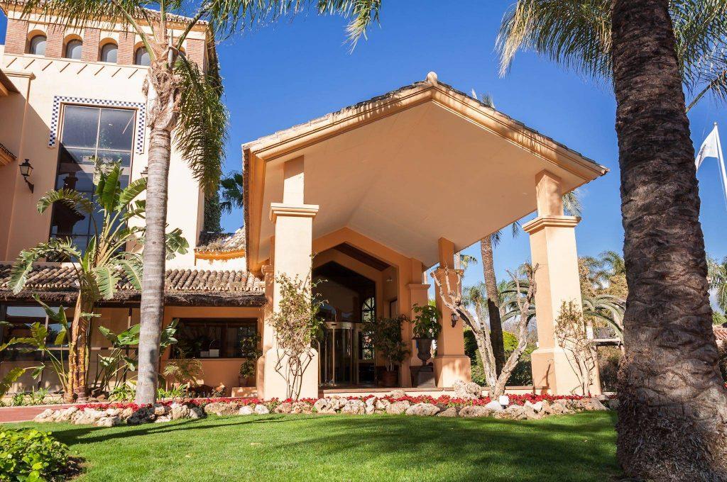 https://golftravelpeople.com/wp-content/uploads/2019/05/Guadalmina-Hotel-Spa-and-Golf-Resort-1-1024x680.jpg