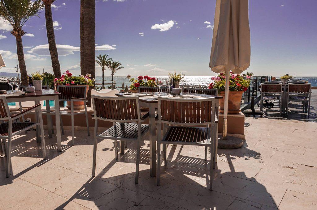 https://golftravelpeople.com/wp-content/uploads/2019/05/Guadalmina-Hotel-Spa-and-Golf-Resort-11-1024x680.jpg