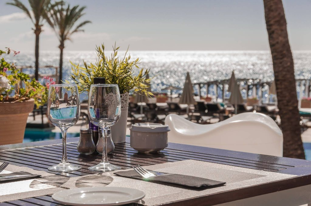 https://golftravelpeople.com/wp-content/uploads/2019/05/Guadalmina-Hotel-Spa-and-Golf-Resort-14-1024x680.jpg