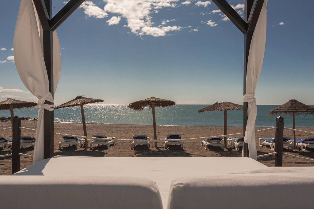 https://golftravelpeople.com/wp-content/uploads/2019/05/Guadalmina-Hotel-Spa-and-Golf-Resort-17-1024x680.jpg