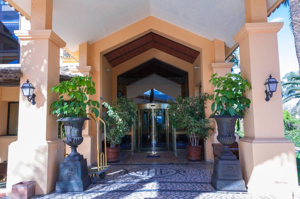 https://golftravelpeople.com/wp-content/uploads/2019/05/Guadalmina-Hotel-Spa-and-Golf-Resort-2-1024x680.jpg
