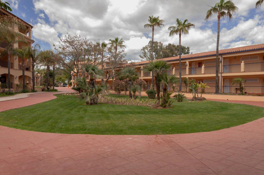 https://golftravelpeople.com/wp-content/uploads/2019/05/Guadalmina-Hotel-Spa-and-Golf-Resort-20-1024x680.jpg