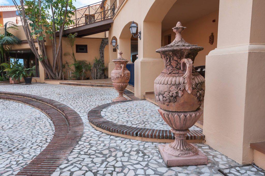 https://golftravelpeople.com/wp-content/uploads/2019/05/Guadalmina-Hotel-Spa-and-Golf-Resort-21-1024x680.jpg