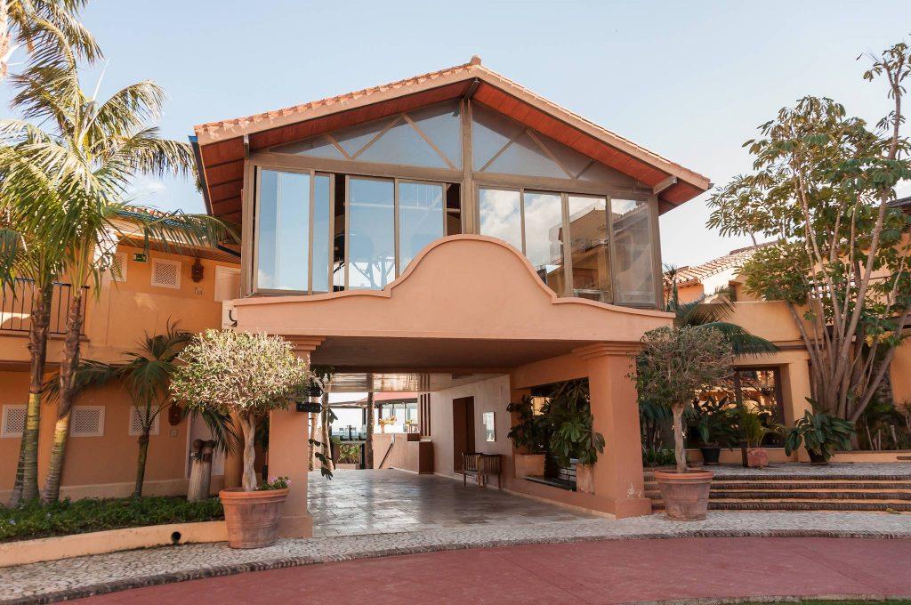https://golftravelpeople.com/wp-content/uploads/2019/05/Guadalmina-Hotel-Spa-and-Golf-Resort-22-1024x680.jpg