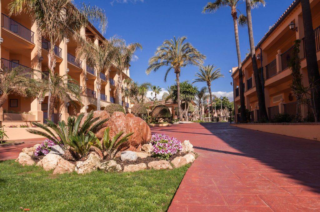 https://golftravelpeople.com/wp-content/uploads/2019/05/Guadalmina-Hotel-Spa-and-Golf-Resort-3-1024x680.jpg