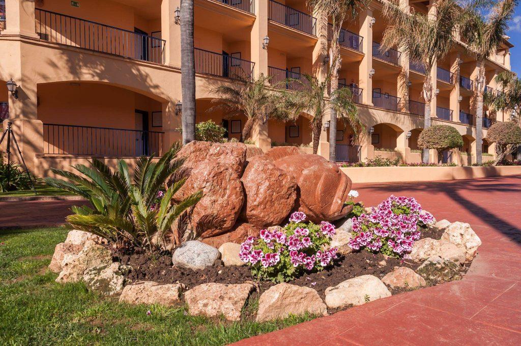 https://golftravelpeople.com/wp-content/uploads/2019/05/Guadalmina-Hotel-Spa-and-Golf-Resort-4-1024x680.jpg