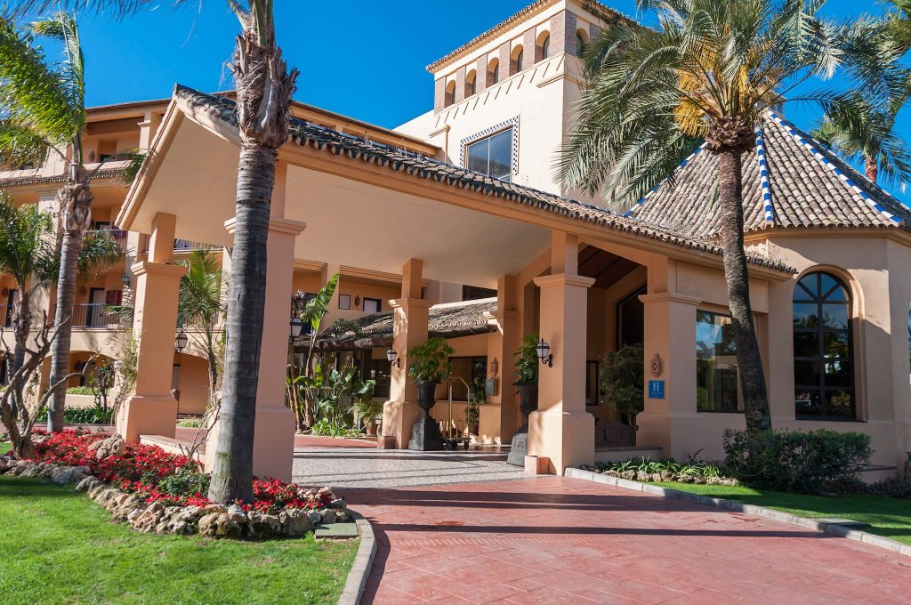 https://golftravelpeople.com/wp-content/uploads/2019/05/Guadalmina-Hotel-Spa-and-Golf-Resort-40-1024x680.jpg