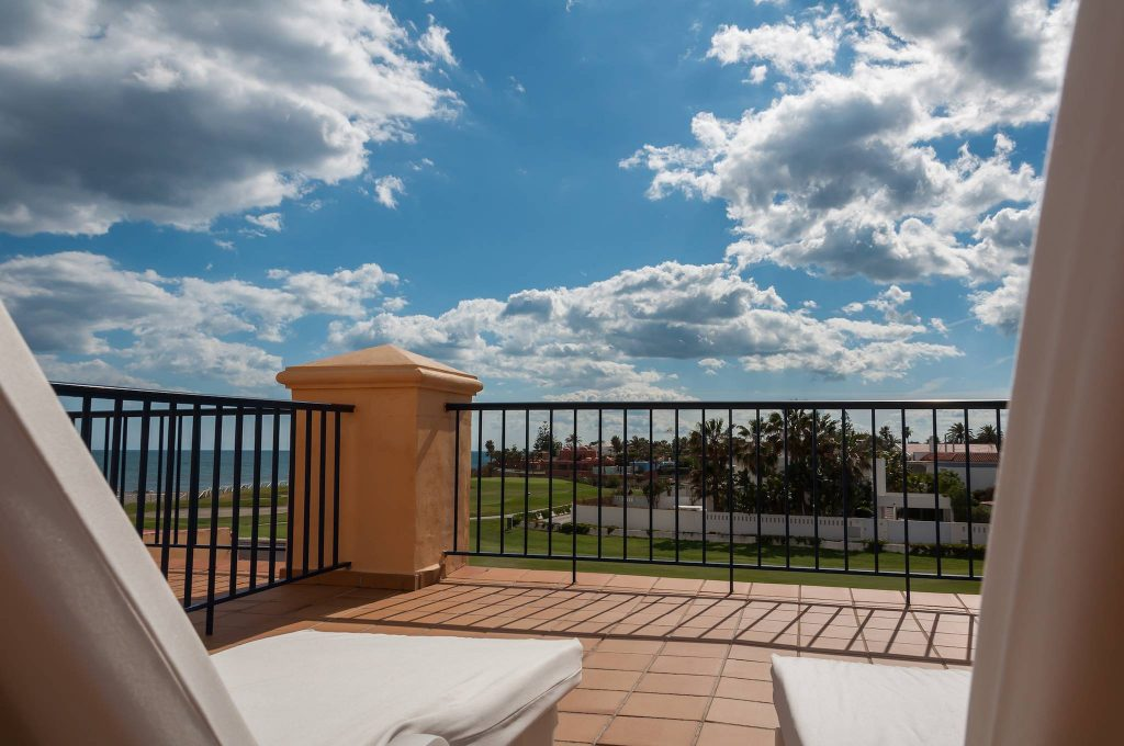 https://golftravelpeople.com/wp-content/uploads/2019/05/Guadalmina-Hotel-Spa-and-Golf-Resort-Bedrooms-2-1024x680.jpg