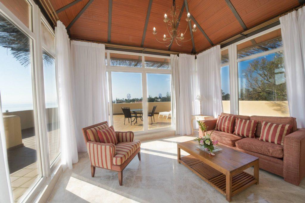 https://golftravelpeople.com/wp-content/uploads/2019/05/Guadalmina-Hotel-Spa-and-Golf-Resort-Bedrooms-4-1024x682.jpg