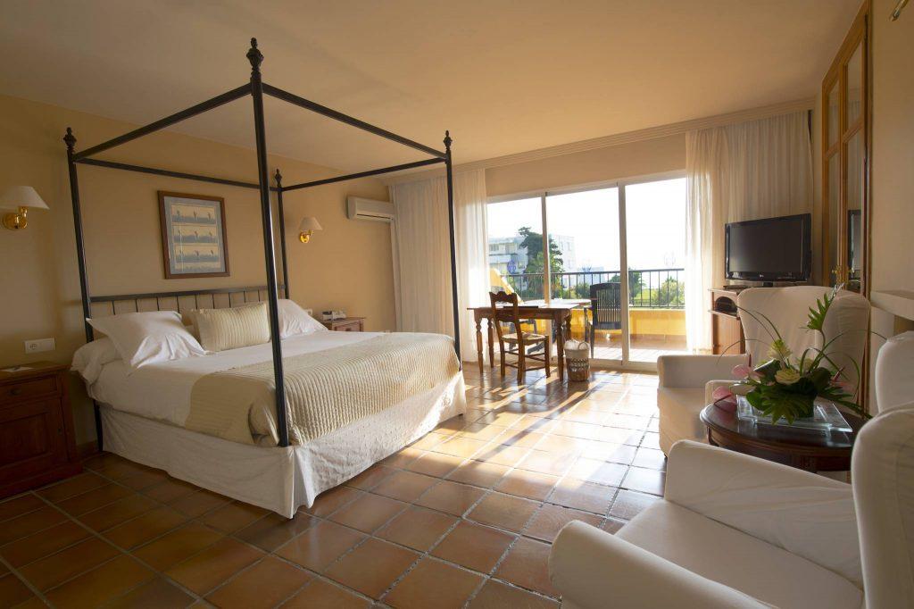 https://golftravelpeople.com/wp-content/uploads/2019/05/Guadalmina-Hotel-Spa-and-Golf-Resort-Bedrooms-7-1024x682.jpg