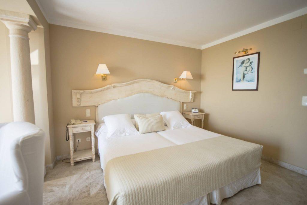https://golftravelpeople.com/wp-content/uploads/2019/05/Guadalmina-Hotel-Spa-and-Golf-Resort-Bedrooms-9-1024x682.jpg
