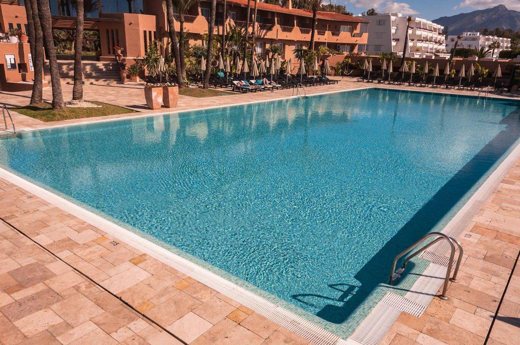 https://golftravelpeople.com/wp-content/uploads/2019/05/Guadalmina-Hotel-Spa-and-Golf-Resort-Swimming-Pools-2-1024x680.jpg