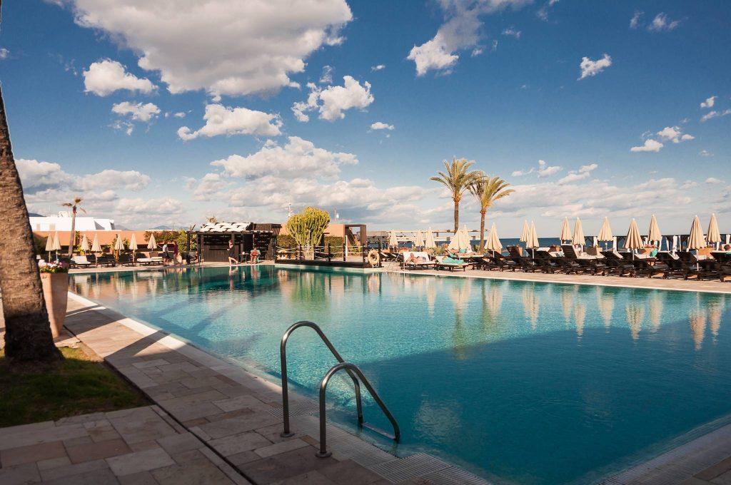 https://golftravelpeople.com/wp-content/uploads/2019/05/Guadalmina-Hotel-Spa-and-Golf-Resort-Swimming-Pools-4-1024x680.jpg