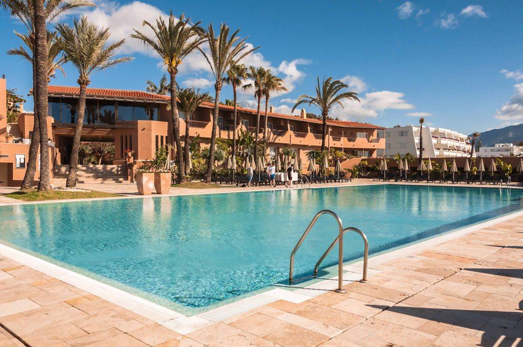 https://golftravelpeople.com/wp-content/uploads/2019/05/Guadalmina-Hotel-Spa-and-Golf-Resort-Swimming-Pools-5-1024x680.jpg
