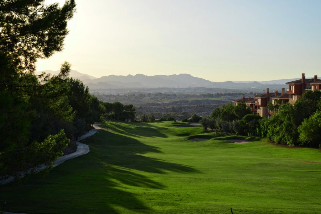 https://golftravelpeople.com/wp-content/uploads/2019/06/Altorreal-Golf-Club-Murcia-New-6-1024x682.jpg