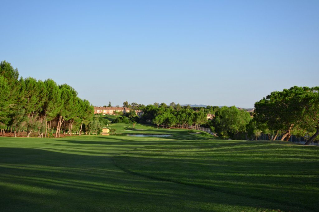https://golftravelpeople.com/wp-content/uploads/2019/06/Altorreal-Golf-Club-Murcia-New-8-1024x683.jpg
