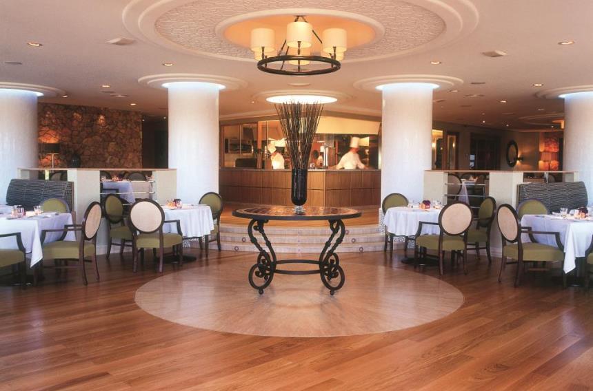 https://golftravelpeople.com/wp-content/uploads/2019/06/La-Manga-Club-Hotel-Principe-Felipe-2.jpg