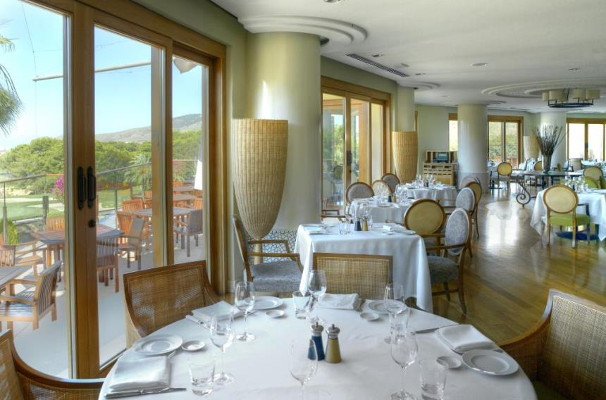 https://golftravelpeople.com/wp-content/uploads/2019/06/La-Manga-Club-Hotel-Principe-Felipe-3.jpg