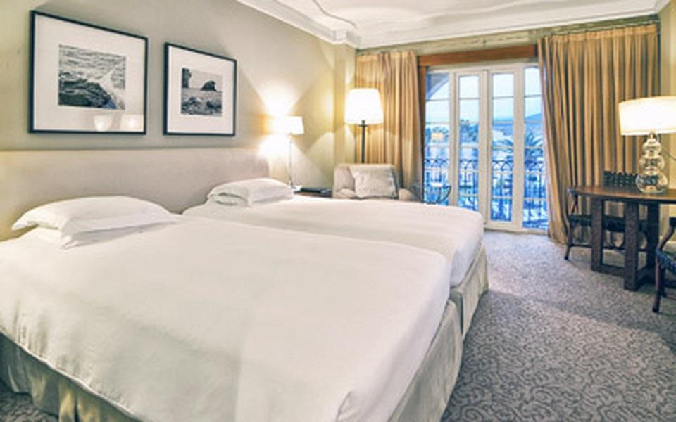 https://golftravelpeople.com/wp-content/uploads/2019/06/La-Manga-Club-Hotel-Principe-Felipe-Bedrooms-12.jpg