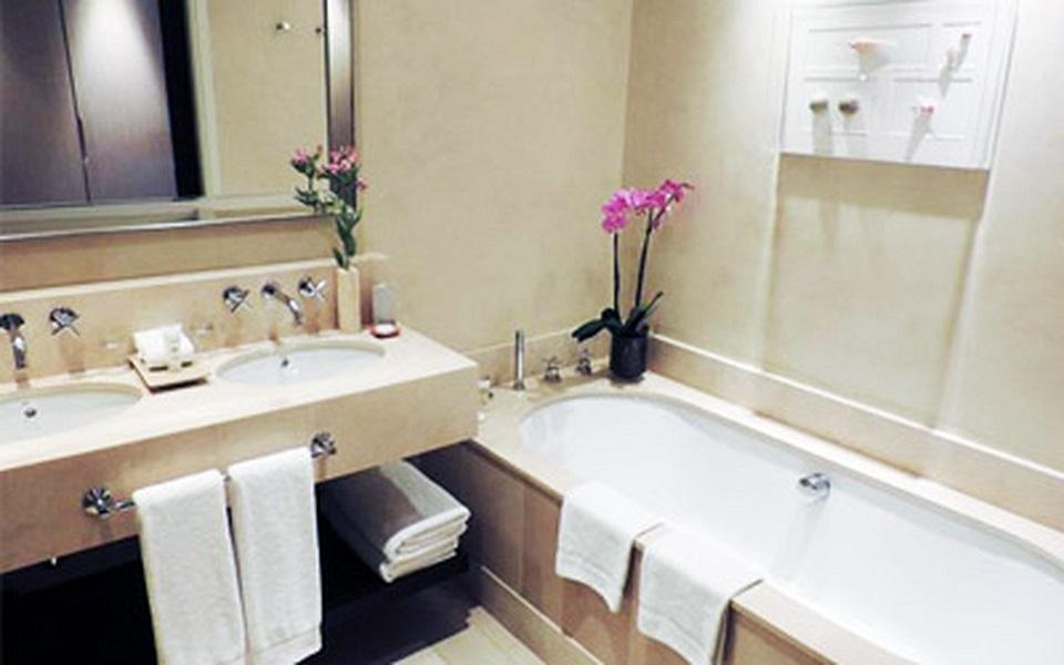 https://golftravelpeople.com/wp-content/uploads/2019/06/La-Manga-Club-Hotel-Principe-Felipe-Bedrooms-2.jpg