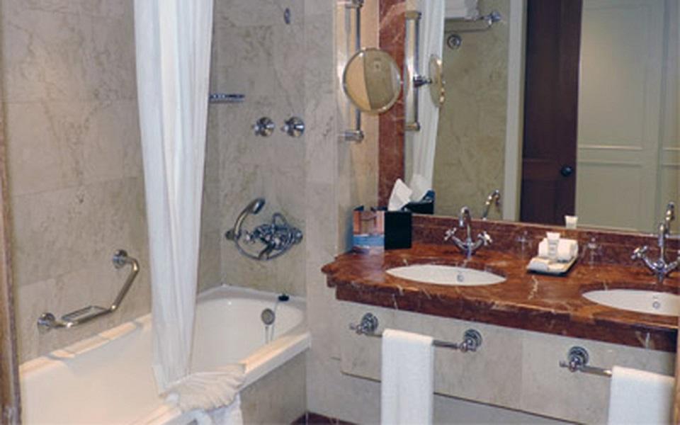 https://golftravelpeople.com/wp-content/uploads/2019/06/La-Manga-Club-Hotel-Principe-Felipe-Bedrooms-7.jpg
