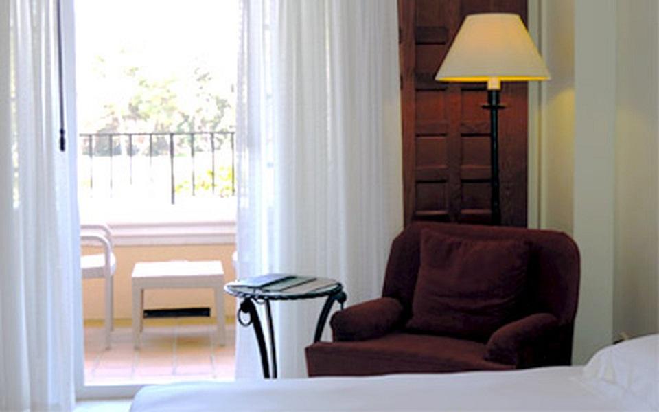https://golftravelpeople.com/wp-content/uploads/2019/06/La-Manga-Club-Hotel-Principe-Felipe-Bedrooms-8.jpg