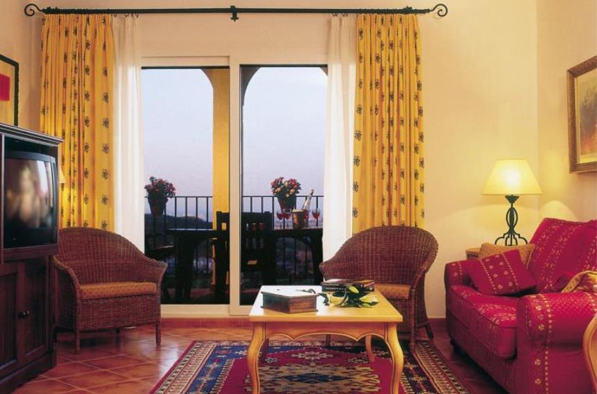 https://golftravelpeople.com/wp-content/uploads/2019/06/La-Manga-Club-Las-Lomas-Apartments-7.jpg