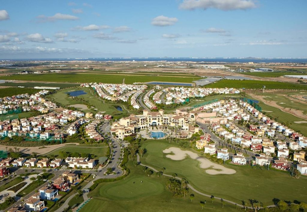 https://golftravelpeople.com/wp-content/uploads/2019/06/MAR-MENOR-_-GNK-GOLF-4_preview-1024x710.jpg