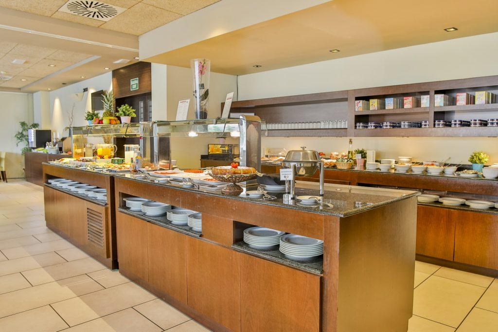 https://golftravelpeople.com/wp-content/uploads/2019/06/Roda-525-Hotel-Murcia-10-1024x682.jpg