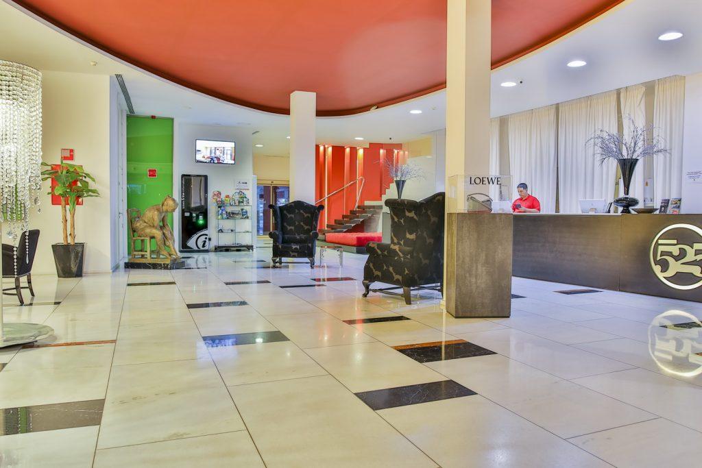 https://golftravelpeople.com/wp-content/uploads/2019/06/Roda-525-Hotel-Murcia-2-1024x683.jpg