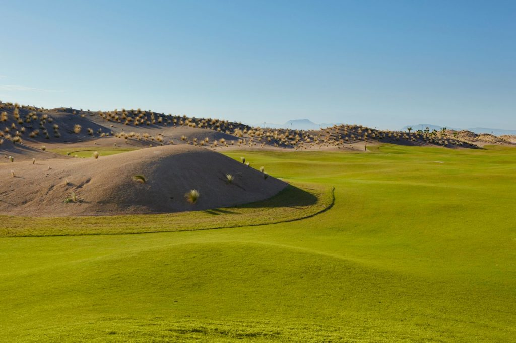 https://golftravelpeople.com/wp-content/uploads/2019/06/SAURINES-GOLF_-GNK-GOLF-3_preview-1024x682.jpg